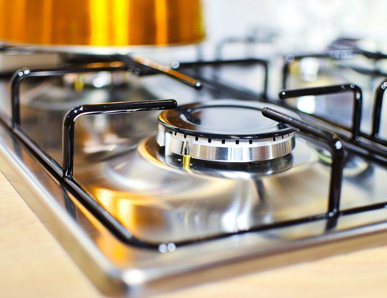 Kuchenka gazowa czy elektryczna? Przede wszystkim – bezpieczna dla seniora!