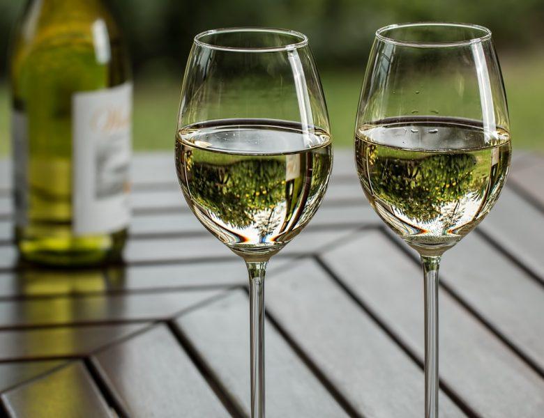 Jakie wina najlepiej smakują w ciepłe dni?