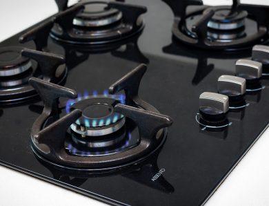 Kuchenka gazowa, płyta ceramiczna elektryczna czy indukcja – co jest najlepsze do kuchni?